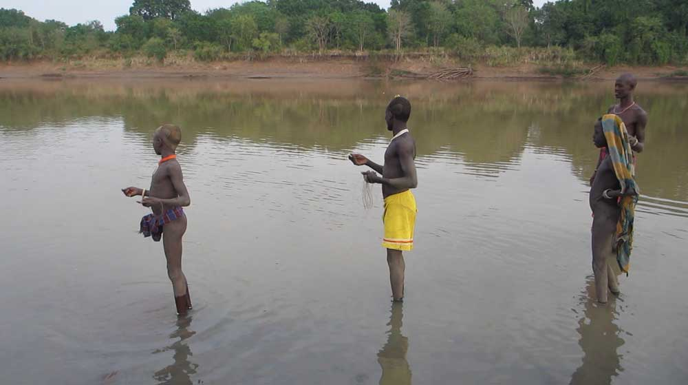 Kwegu fishing in the Omo River in 2012, before the end of the annual flood © Will Hurd / The Oakland Institute