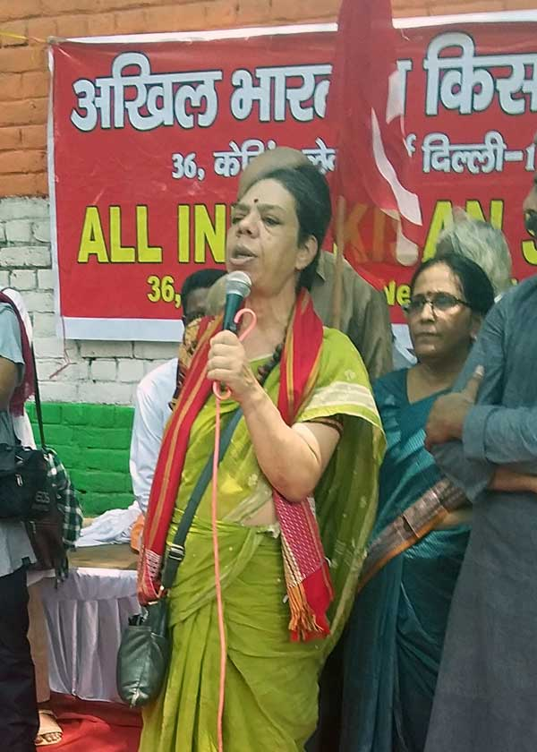 Roma Malik, Deputy General Secretary of the All India Union of Forest Working People speaks at a protest in New Delhi organized by Bhoomi Adhikar Andolan on July 22, 2019.  Credit: The Oakland Institute