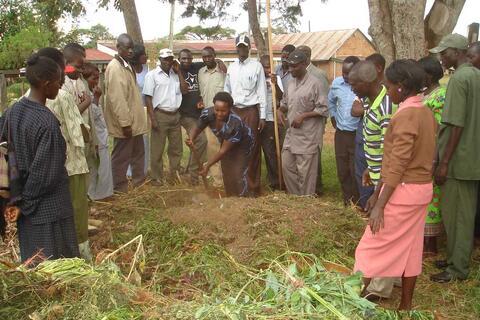 Farmers prepare compost, an alternative to chemical fertilizers