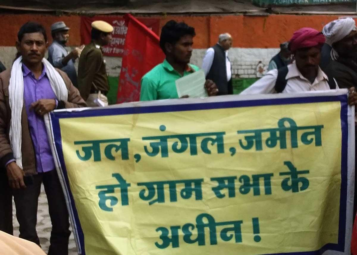 Forest communities from the state of Chattisgarh hold a banner stressing the need for the recognition of the autonomy and authority of the Gram Sabha. Credit: The Oakland Institute