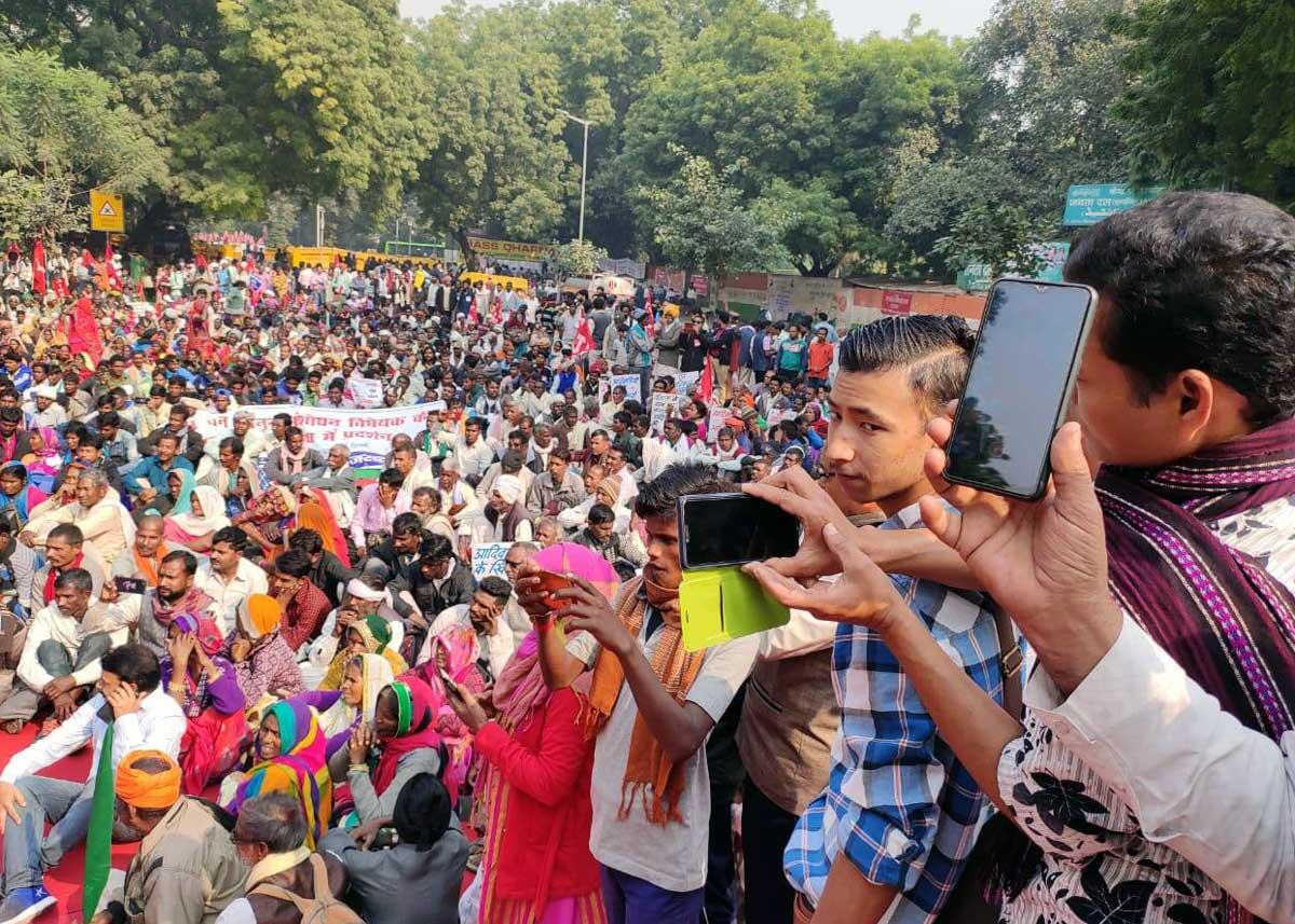 Many groups recorded the protest to share with their compatriots who could not make it to Delhi, as well as for their regional media and grassroots activist groups. Credit: Amir Khan/ Delhi Forum & AIUFWP
