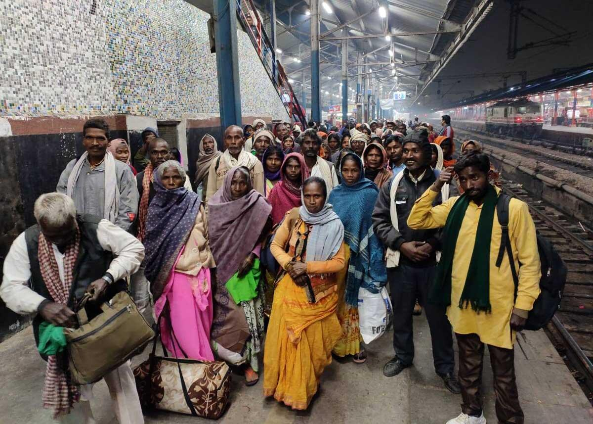 After a long train journey from Sonbhadra, members of Uttar Pradesh's Gond Adivasi community arrive in Delhi on the night of November 20, 2019. Credit: Amir/Delhi Solidarity Group